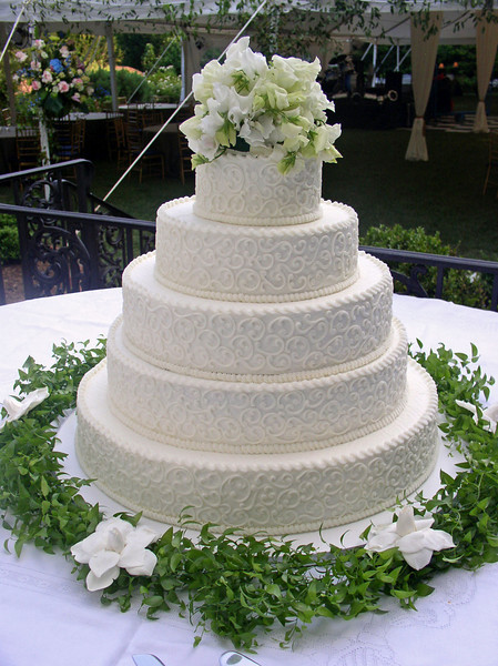 traditional-wedding-cake-8
