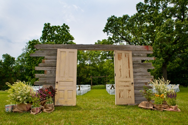 beautiful-entryway-for-a-rustic-outdoor-wedding.-vintage-doors.-refurbished-doors.-doors-and-weddings.-rustic-wedding.-vintage-wedding.-outdoor-weddings.-wedding-ideas.