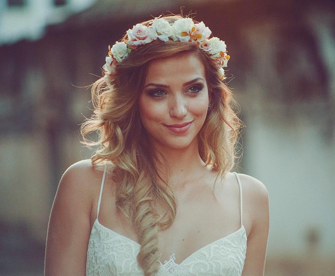 Coroa de flores para casamento diurno