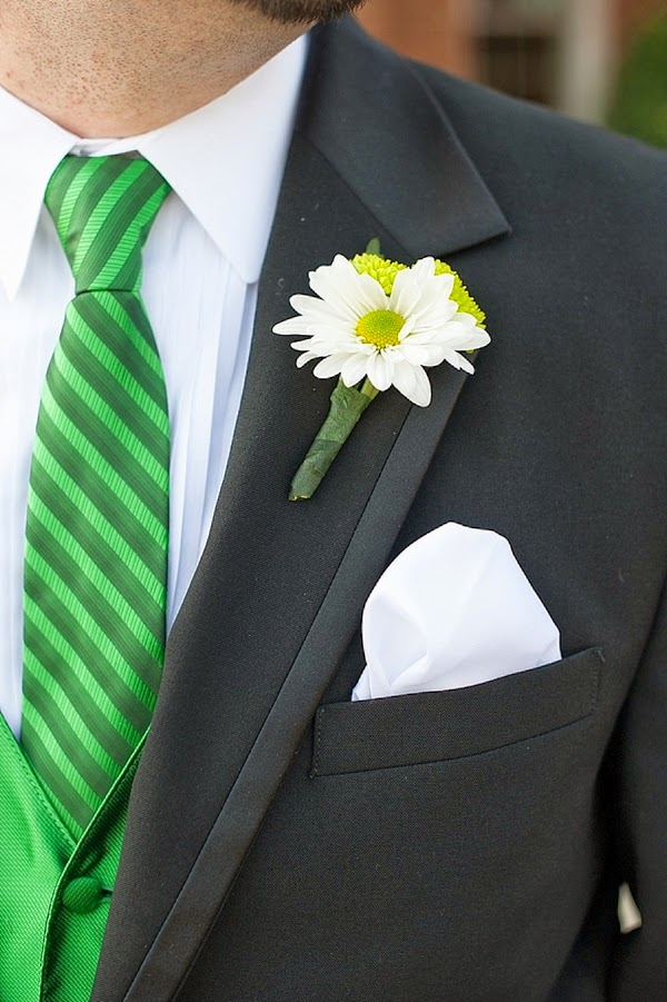 green-and-yellow-water-table-wedding-06
