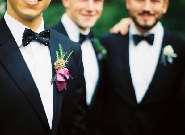 groom-groomsmen-style-tux-boutonniere-fuscia