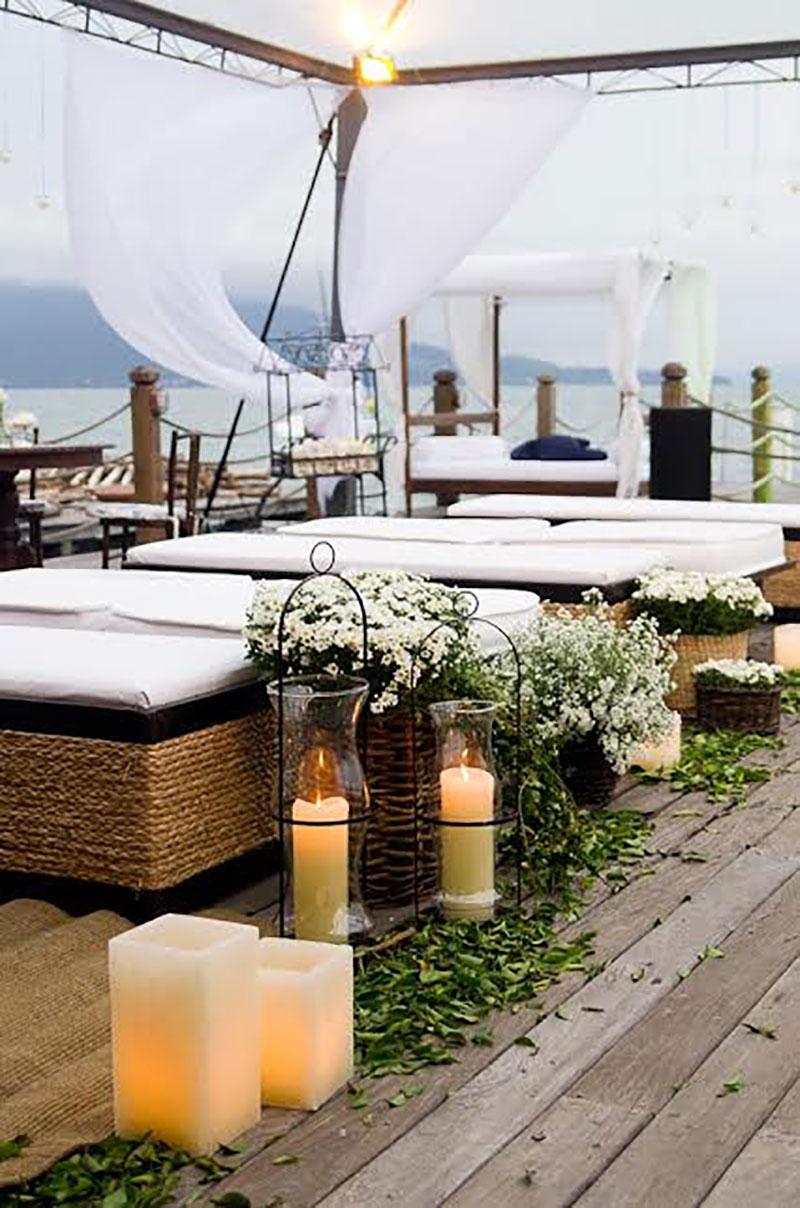 Decoração com velas para casamento na praia