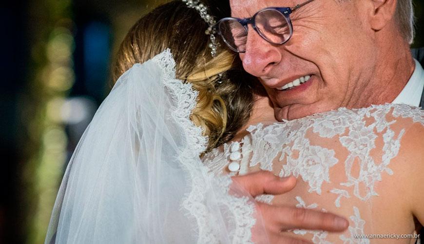 Prepare os lencinhos: fotografia de casamento com momentos mais marcantes entre pai e noivos
