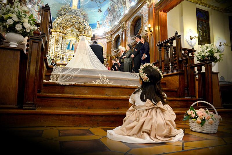 daminha de casamento no altar