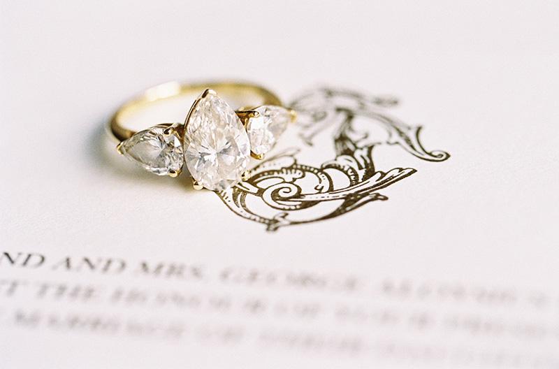 anel de noivado em ouro amarelo