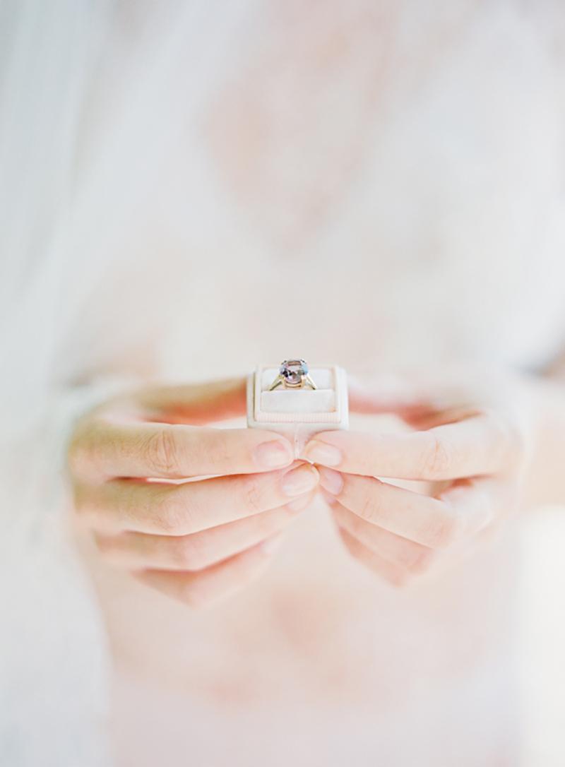 anel de noivado em ouro