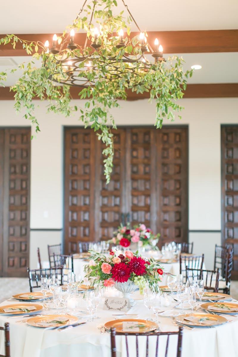 decoração aérea de folhagens no casamento