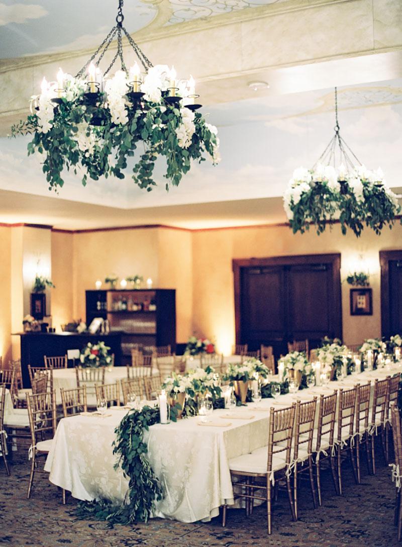 decoração aérea com folhagens no casamento