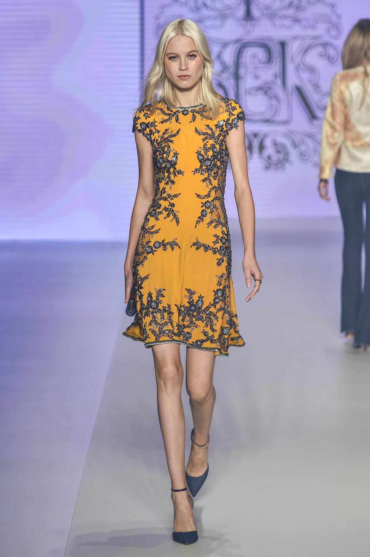 vestido de festa curto laranja e azul