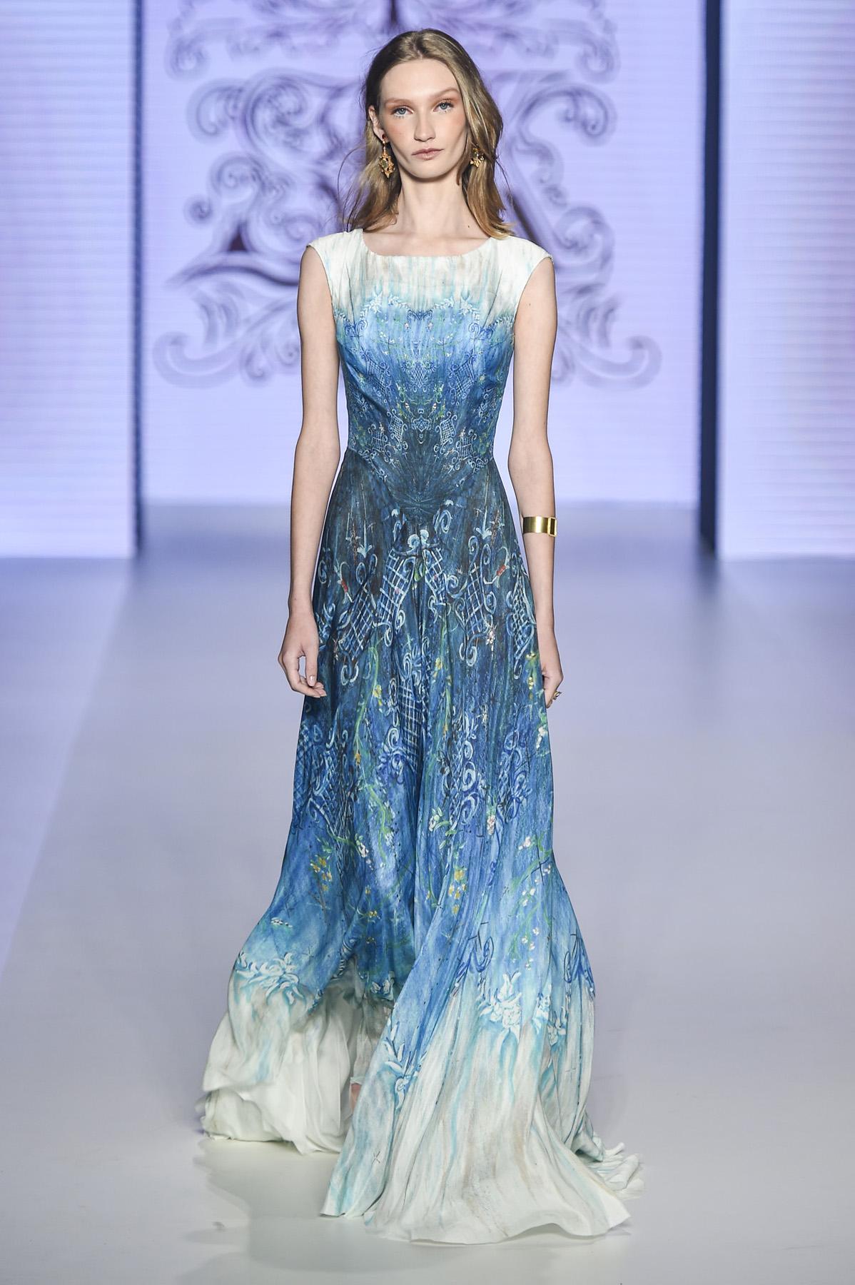 vestido de festa longo azul e branco estampado