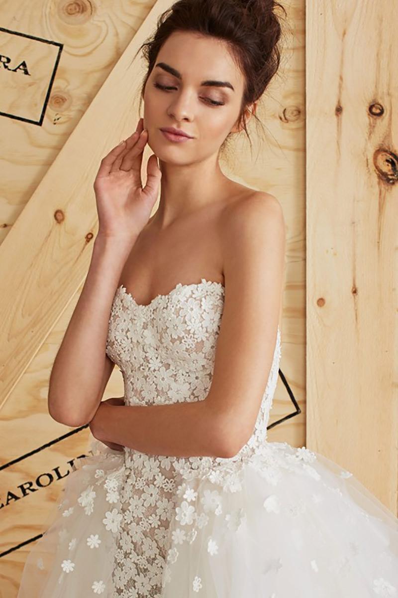 aplicação de flores em vestido de noiva