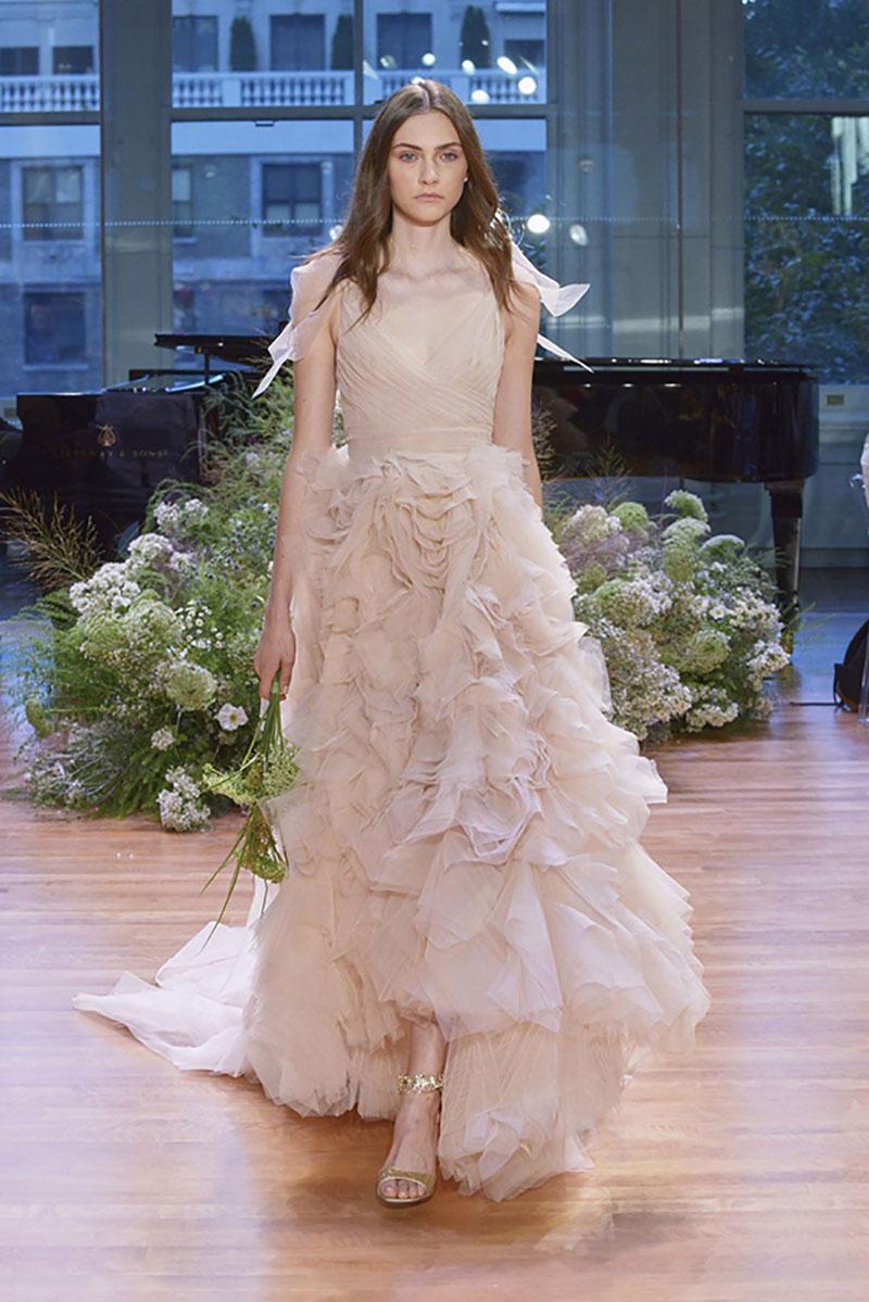 vestido plissado para noivas altas