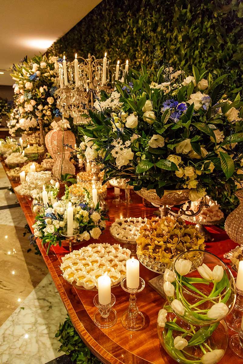 decoração de casamento com flores e velas