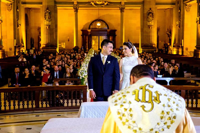 noivos cerimônia na igreja