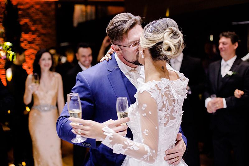 brinde dos noivos no casamento