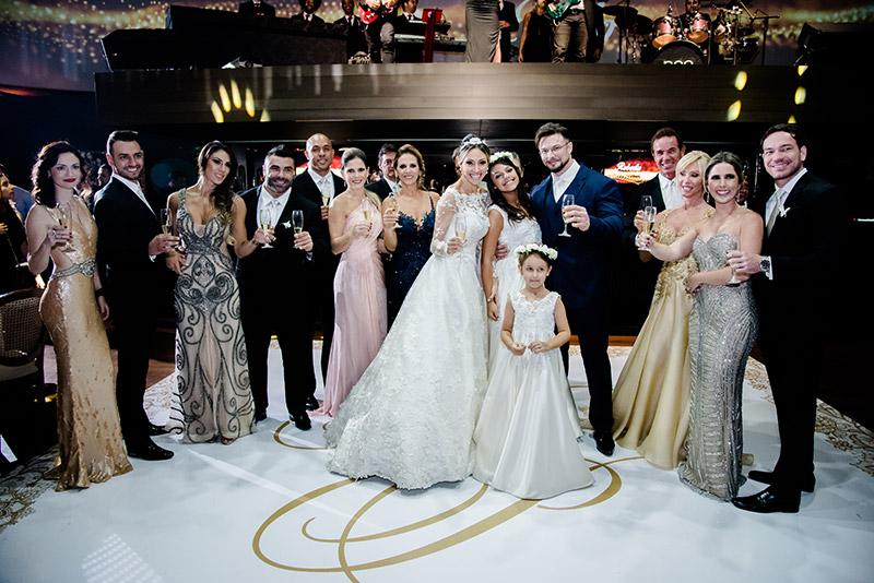 família dos noivos na festa de casamento