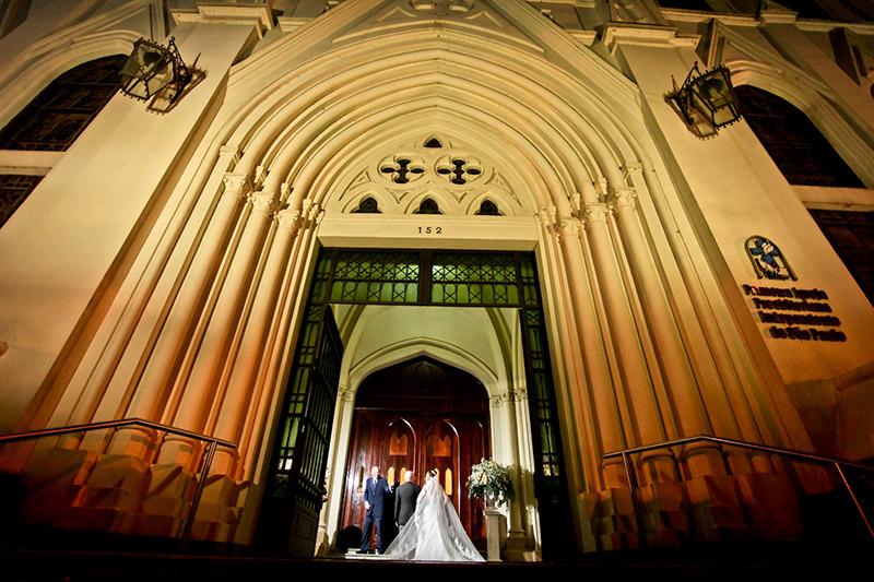 entrada da noiva na igreja com o pai ricardo hara