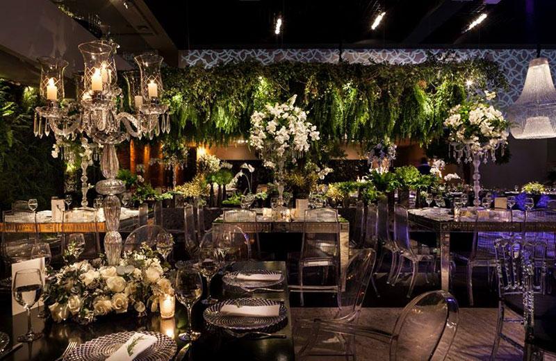 mesa de convidados com castiçais Madame Fiori