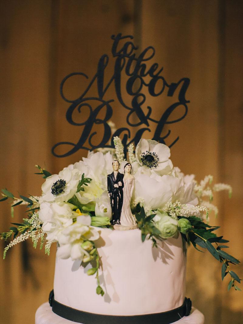 topo de bolo decoração de casamento em preto e branco
