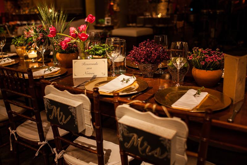 mesa de convidados com velas Madame Fiori