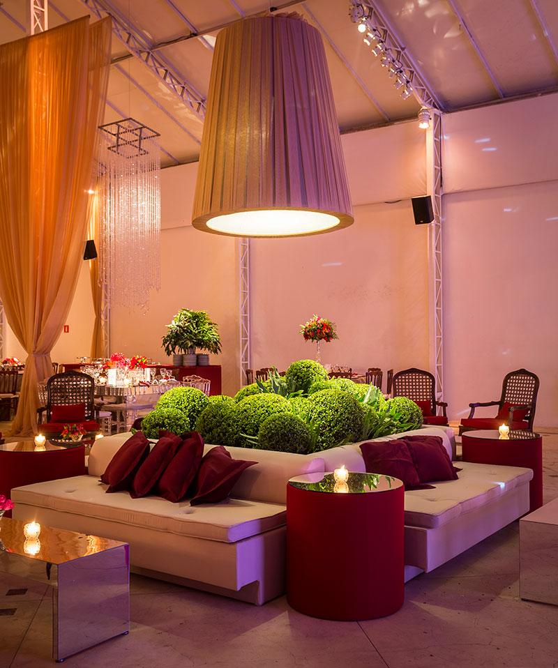 Lounge para casamento com folhagem Madame Fiori