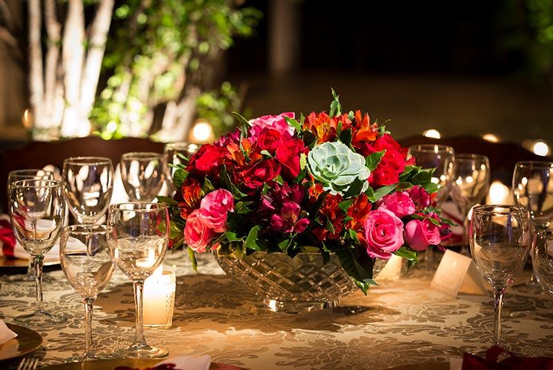 arranjo de flores de casamento na cor vermelha e verde Madame Fiori