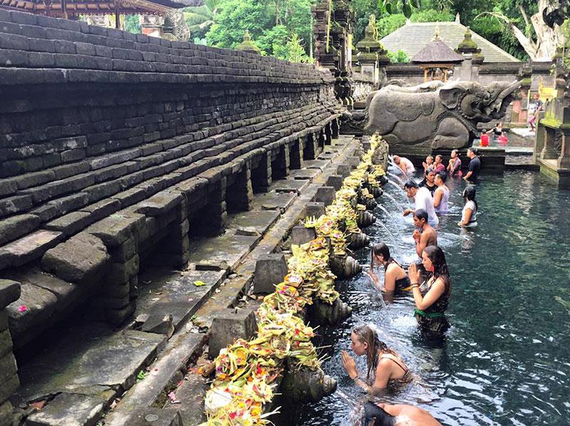banho em Bali lua de mel TM Travel