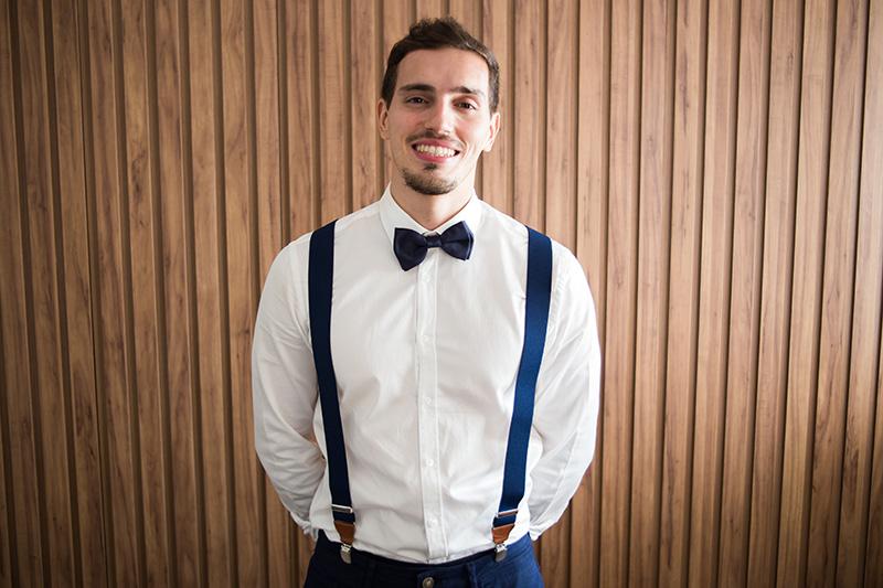 traje do noivo com gravata borboleta e suspensório para mini wedding