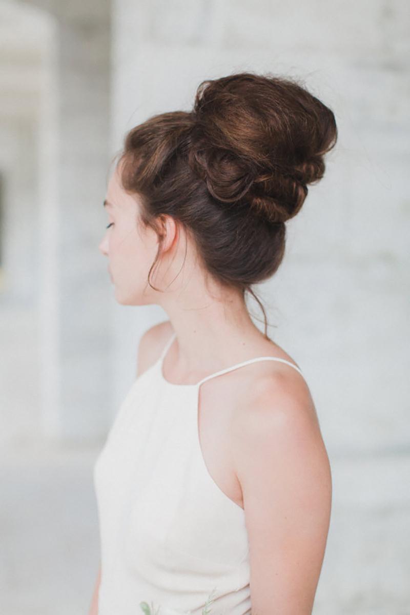 coque alto para penteado para madrinha de casamento