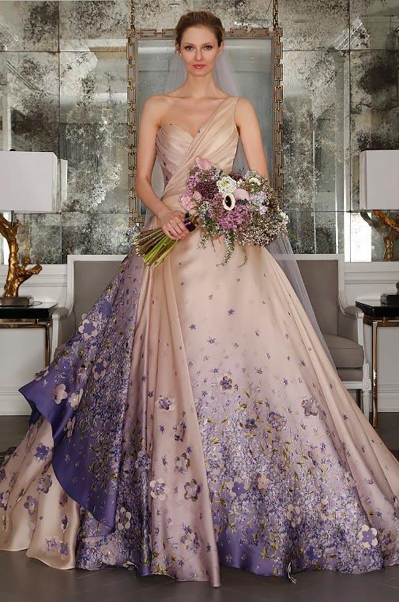 vestido de noiva colorido e com flores