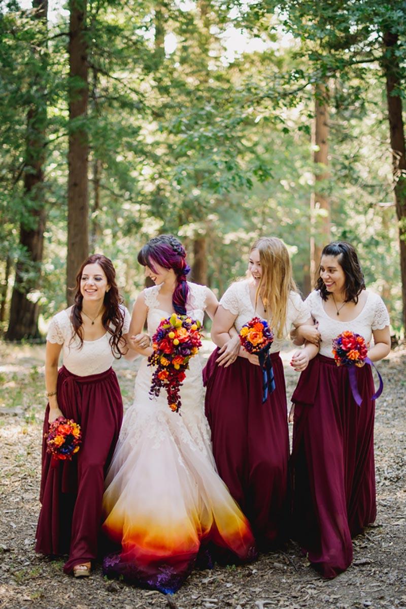 vestido de noiva com barra colorida