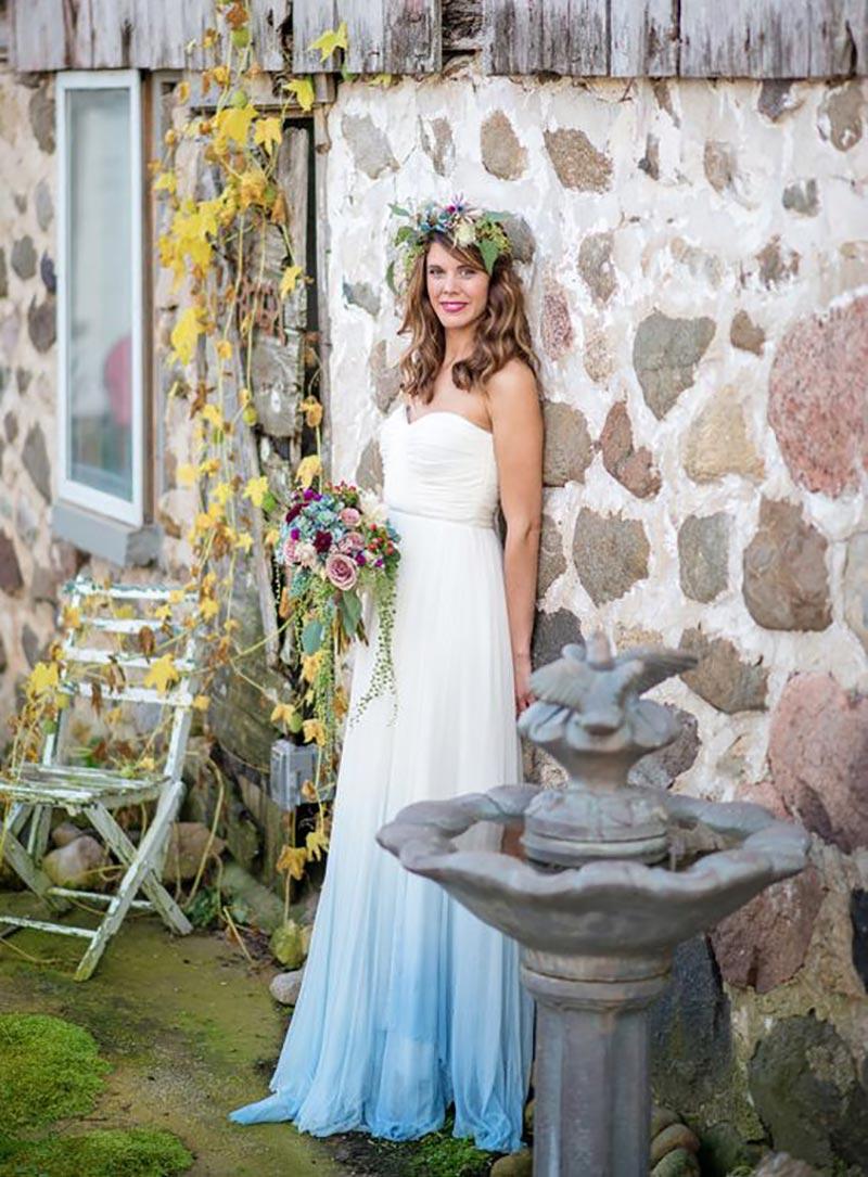 vestido de noiva com cor na barra