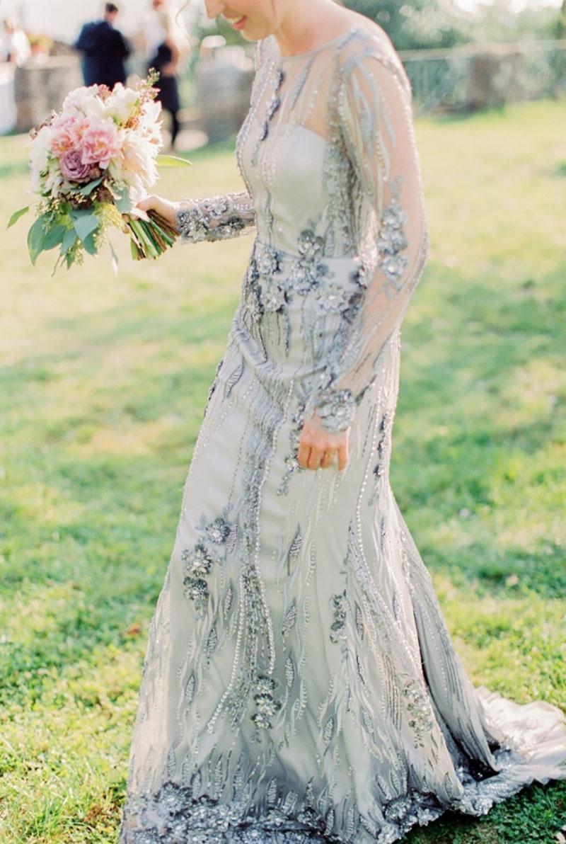 vestido de noiva azul com flores