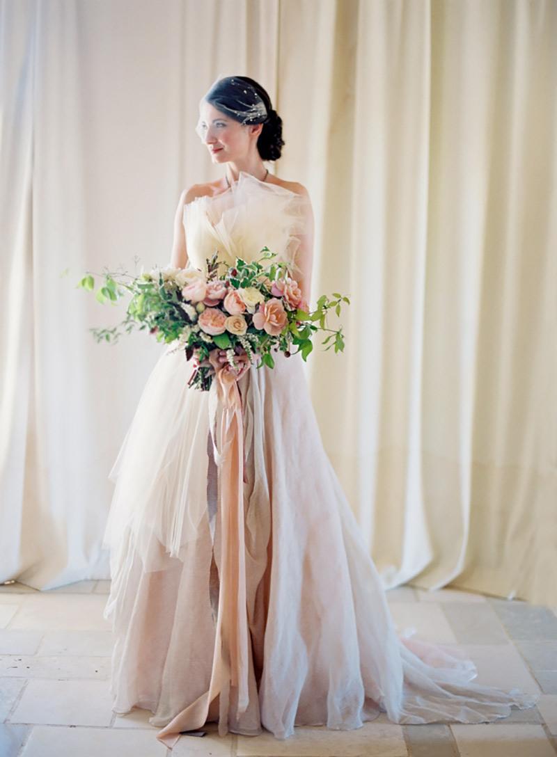 vestido de noiva com tom nude