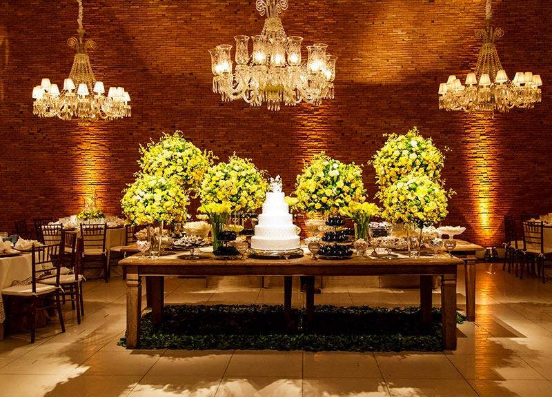 decoração de casamento clássica amarela