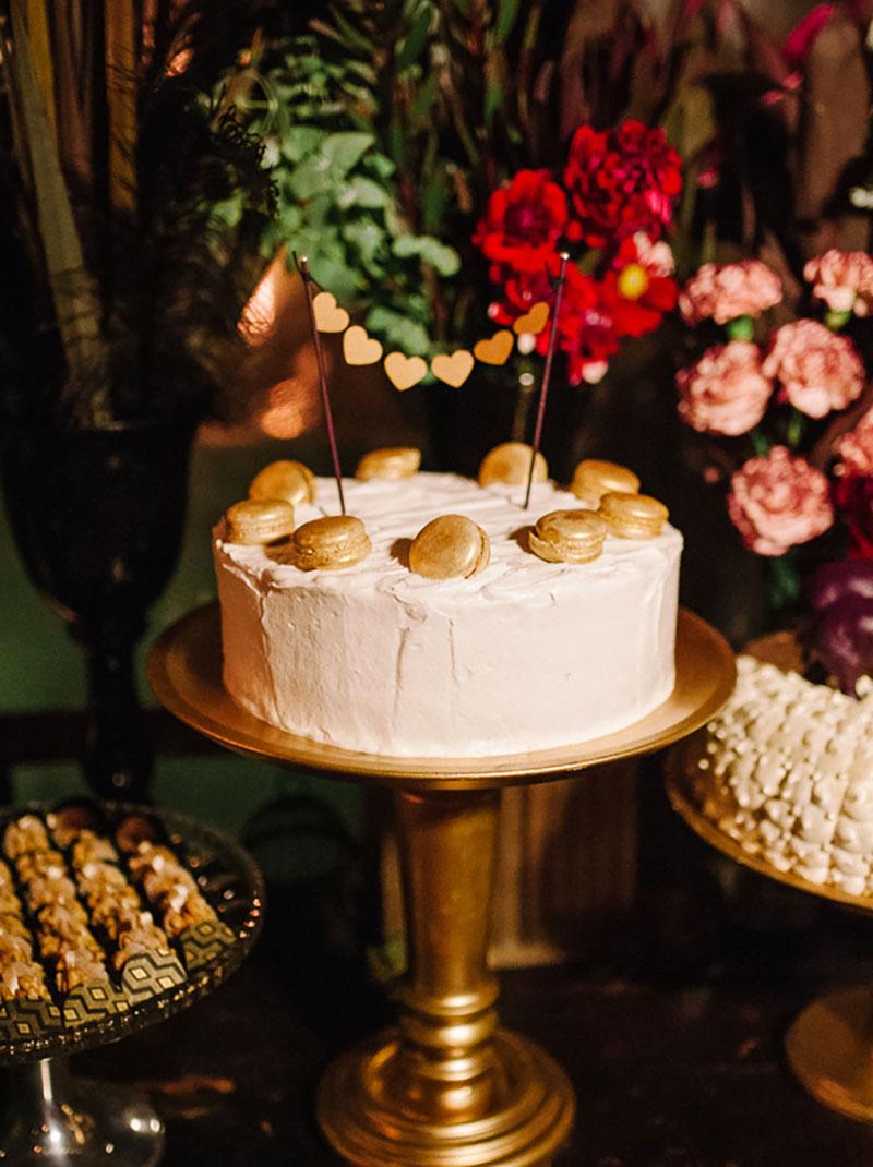 bolo de casamento com macaron