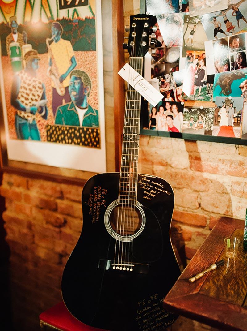 livro de assinaturas de casamento no violão