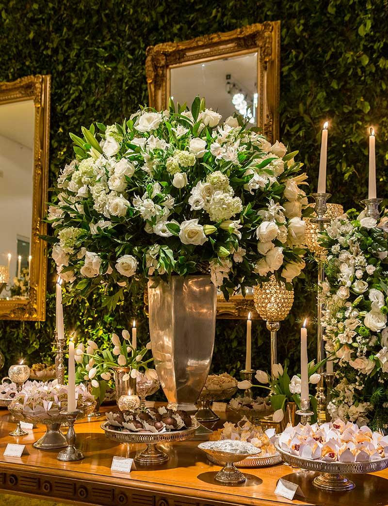 decoração de casamento clássico branca e verde