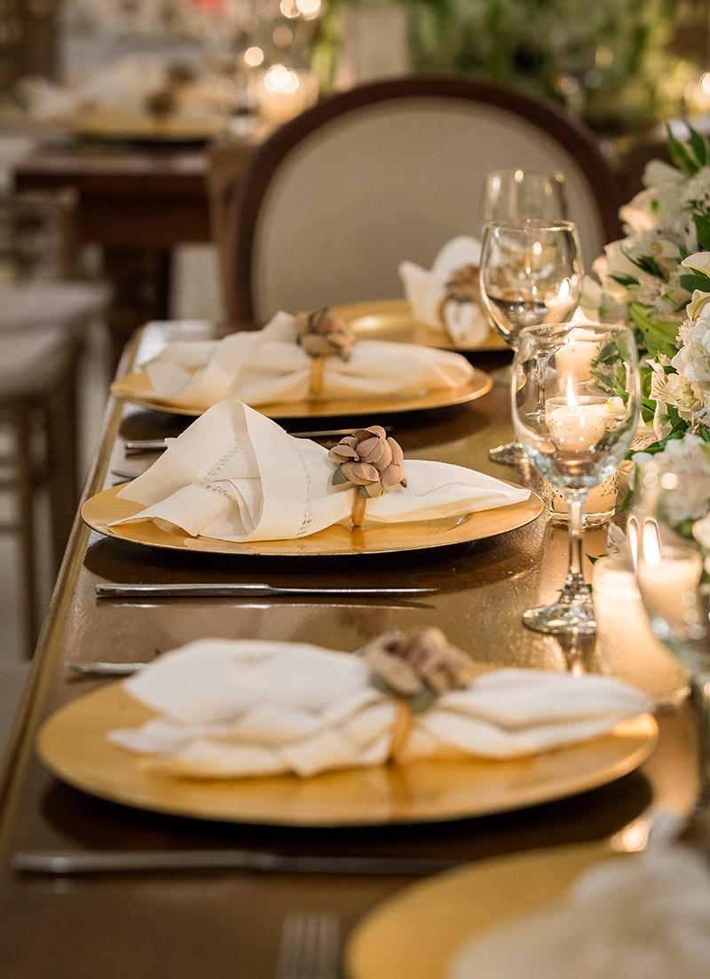 decoração de casamento clássica com porta-guardanapo bege