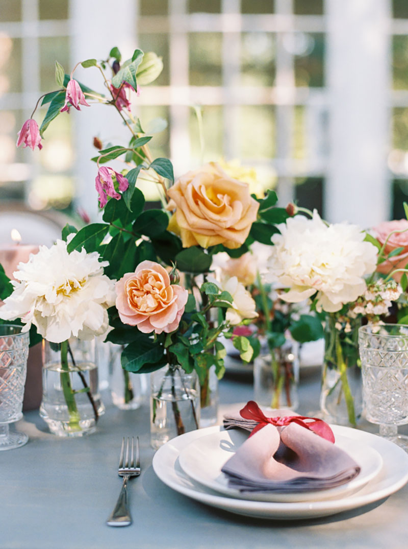 decoração de casamento com azul e marsala