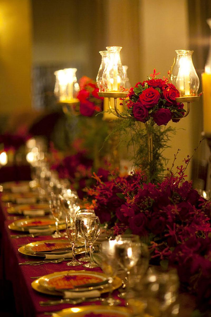 decoração de casamento no Natal em vermelho e verde e com velas