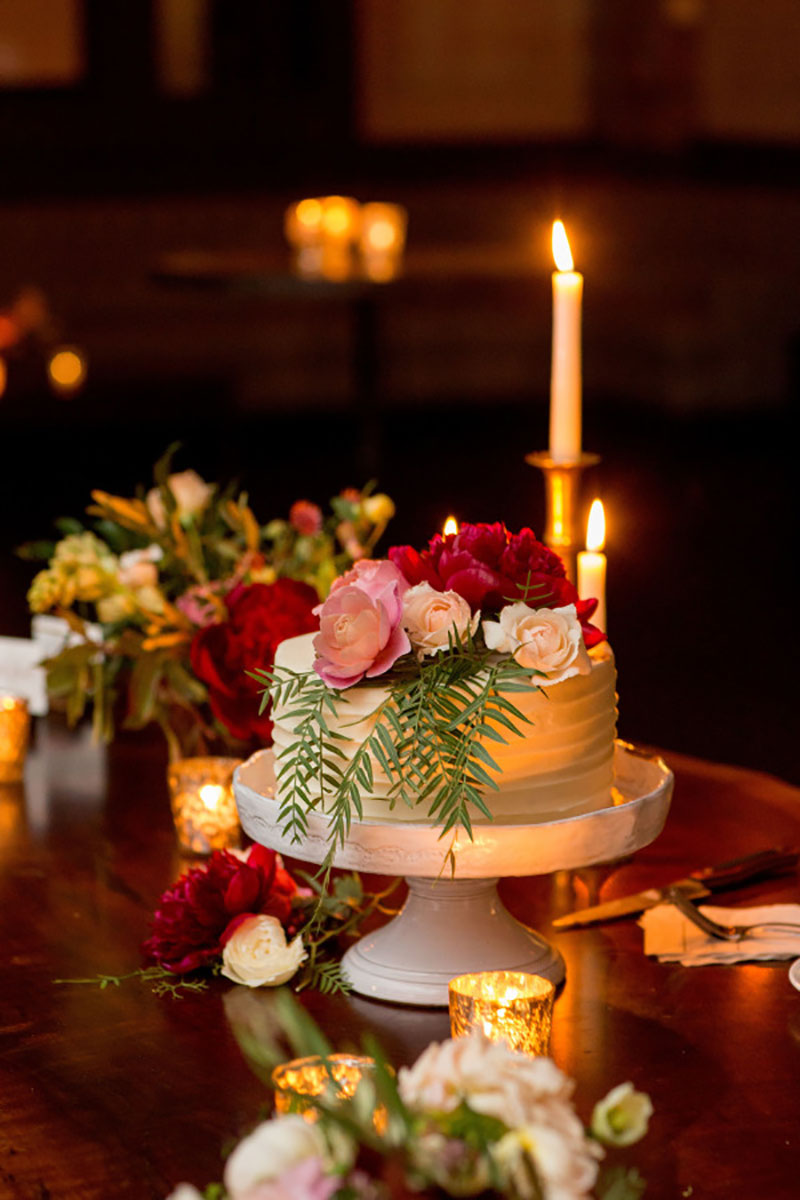 Resultado de imagem para bolo de casamento com decoração de Natal