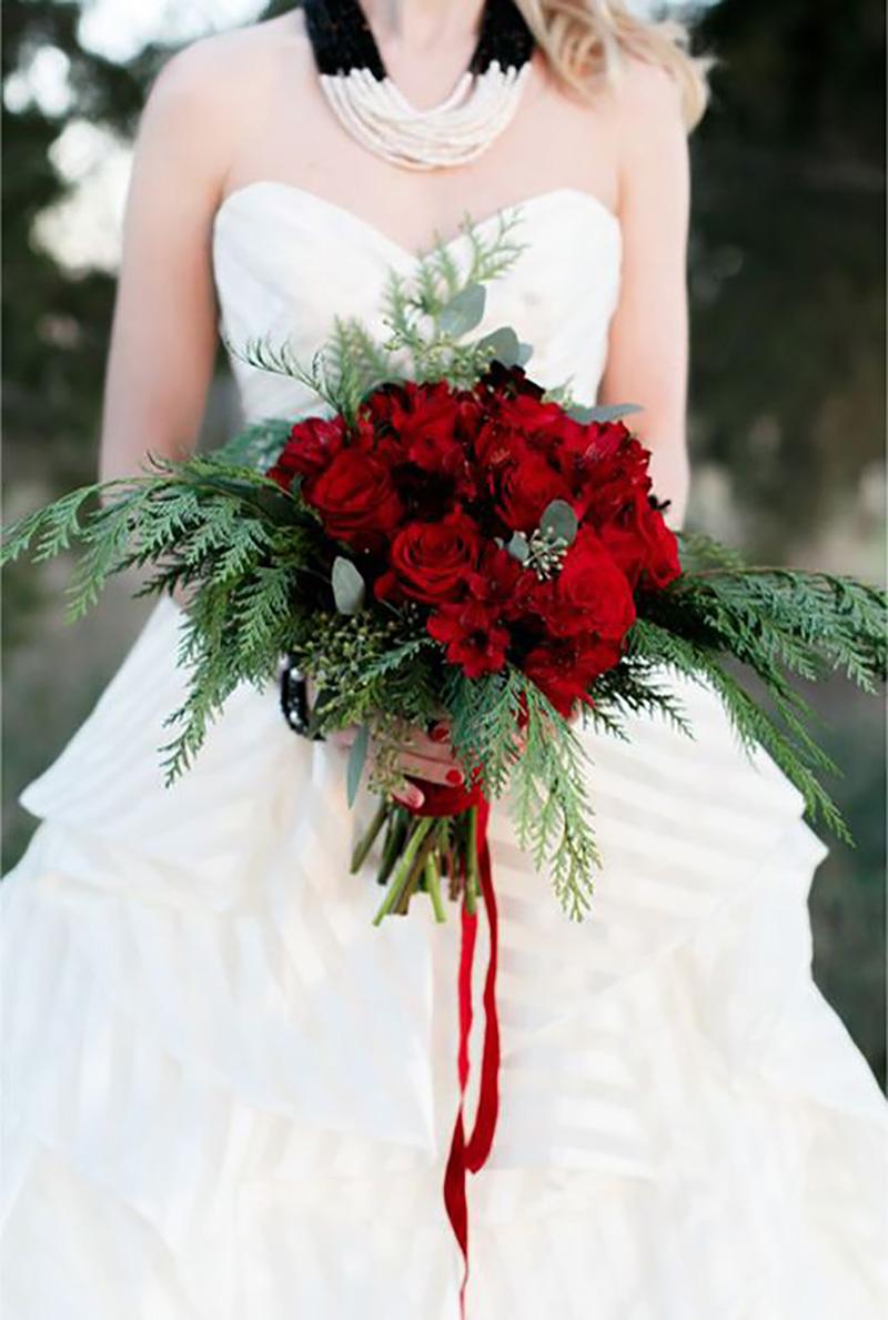 buquê de noiva vermelho para casamento com tema natalino