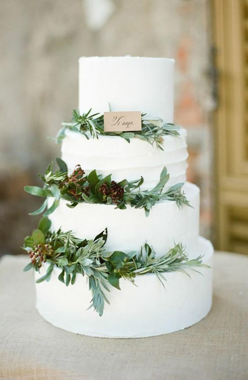 bolo de casamento com detalhes na cor greenery