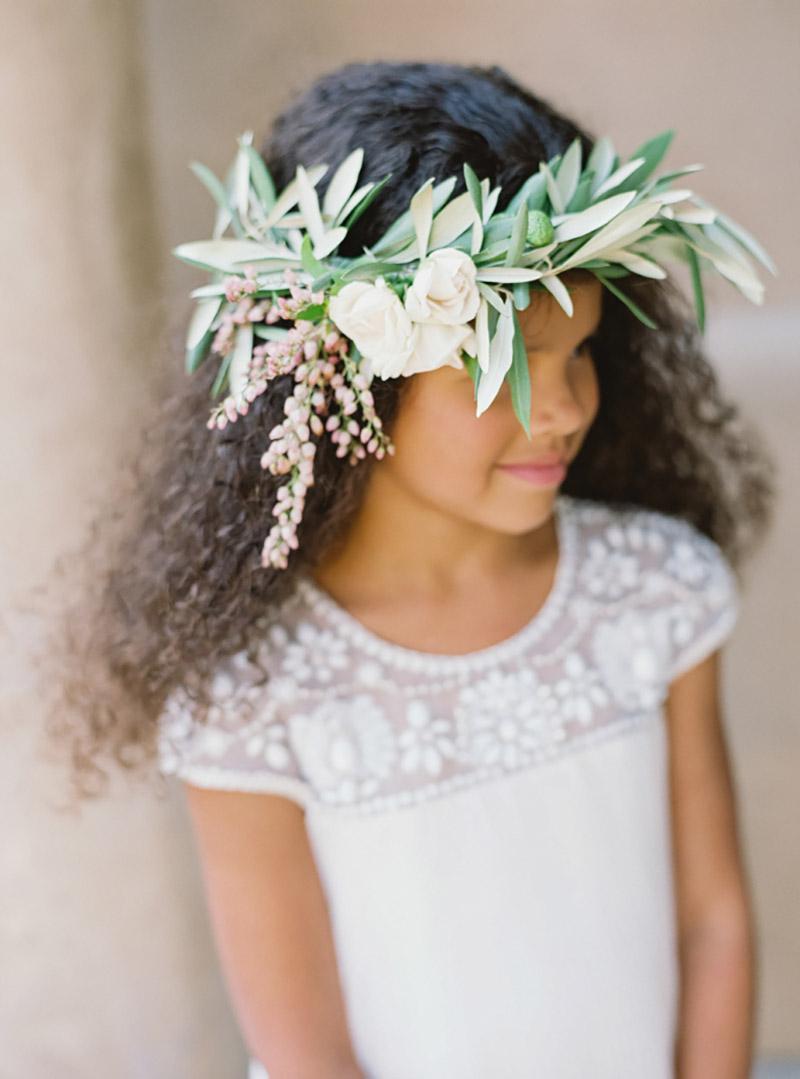 arranjo de cabeça para casamento com folhagens greenery
