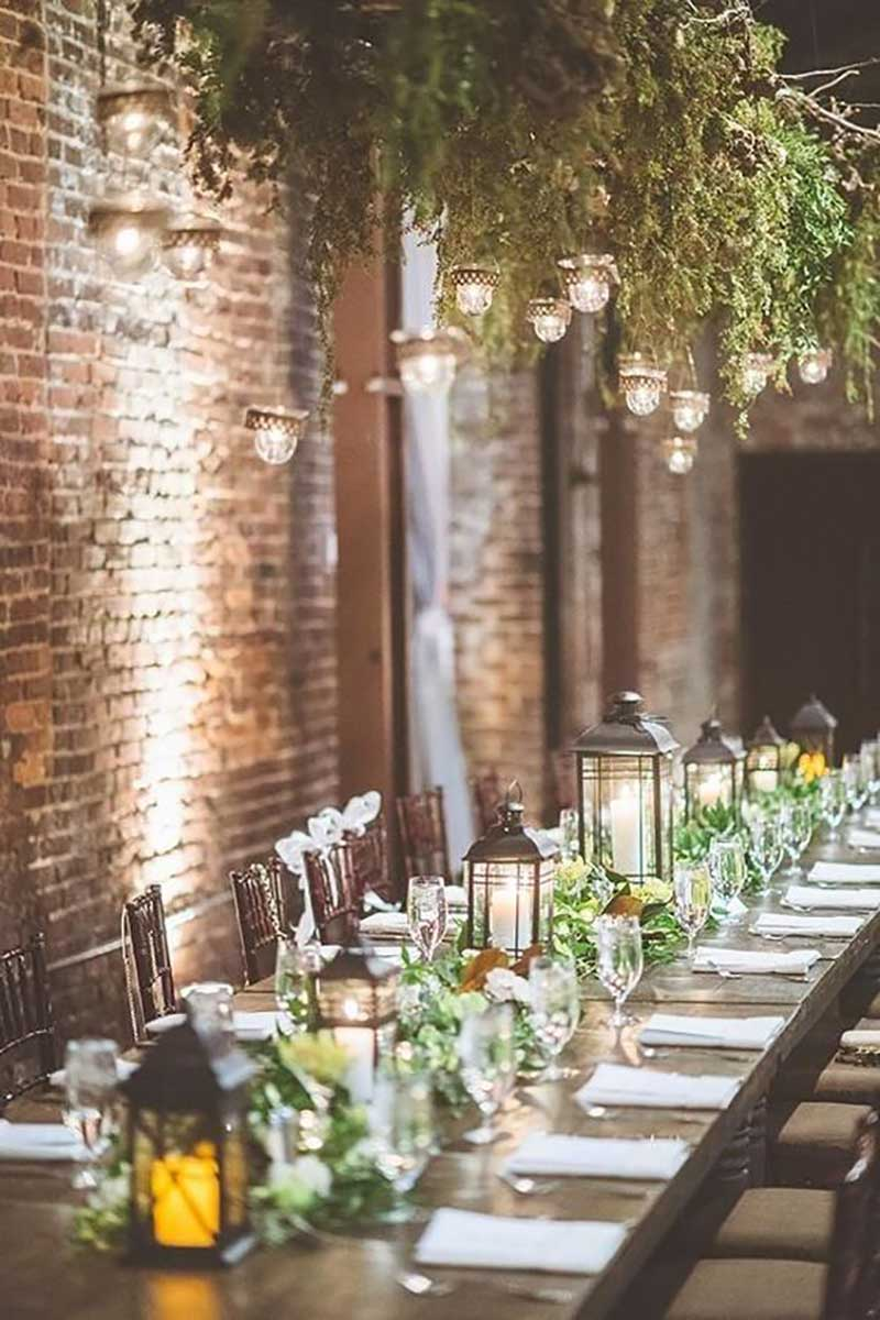 decoração de casamento com a cor greenery e velas para 2017