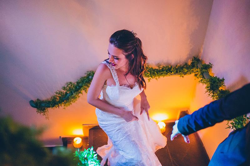 noiva entrando no casamento
