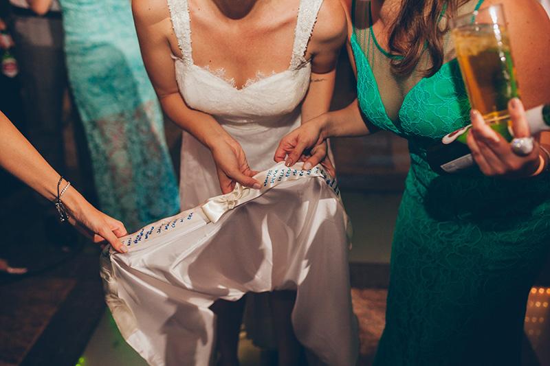 barra do vestido de noiva em mini wedding