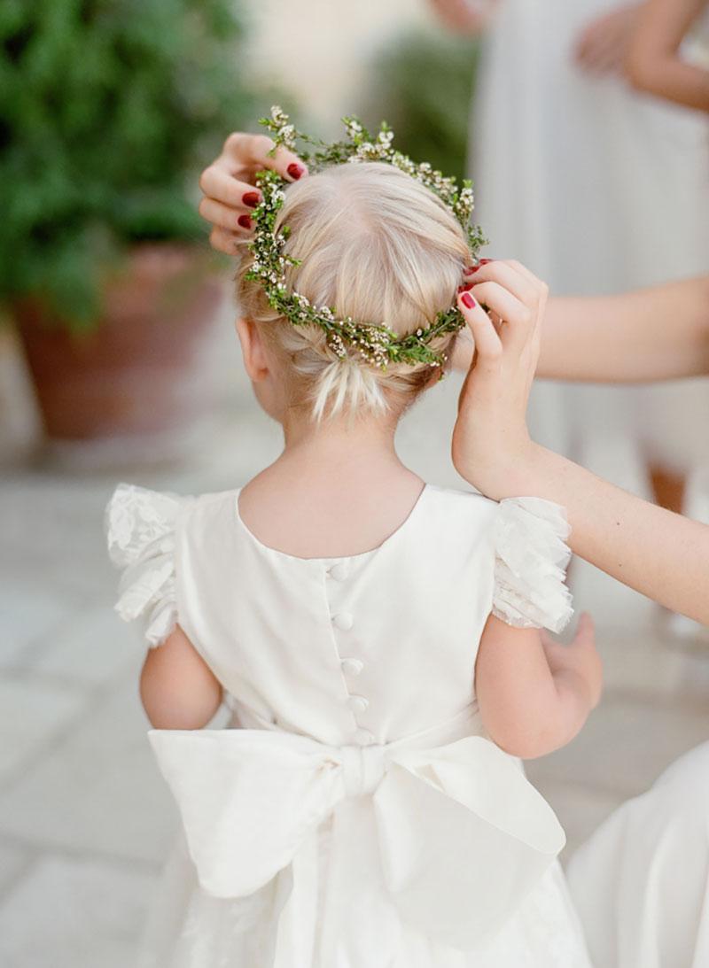 daminha de casamento com coroa de flores