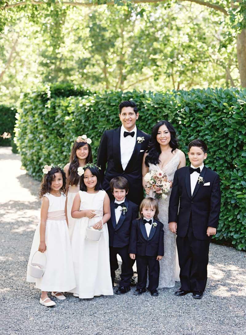 noivos, daminhas e pajens no casamento